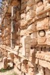 Codz Pop representado en 250 mascarones tallados en piedra